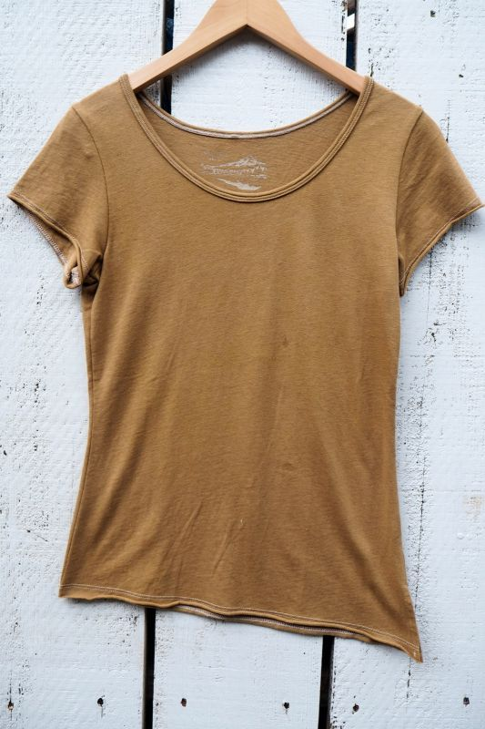 画像1: オーカーブロン(黄土色)のみ!エコ染めシリーズ organic cotton x Hemp Trishulコラボ斜めカットTシャツ (1)