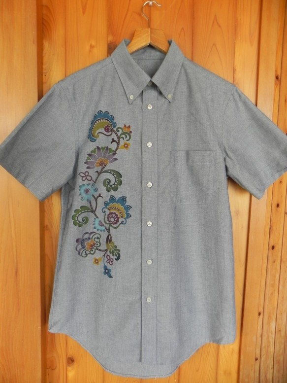 画像1: あさひや メンズボタンダウンシャツ 2サイズ 手染め琉球紅型 (1)