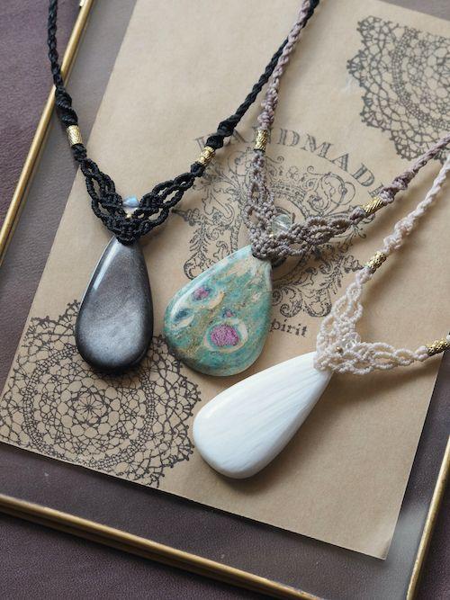 画像1: 天然石(シルバーオブシディアン・ルビーインフックサイト・スコレサイト)/マクラメネックレス Stones spirit (1)