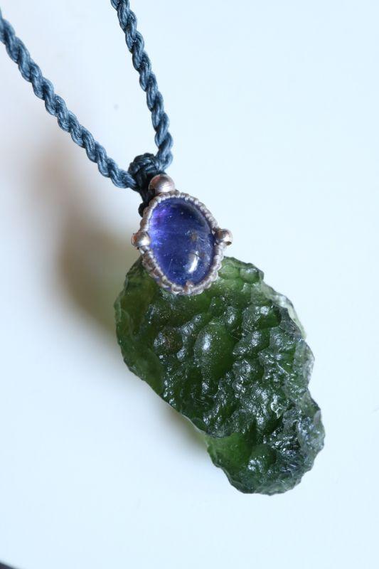 画像1: モルダバイトとタンザナイトマクラメネックレス Liber minerals (1)