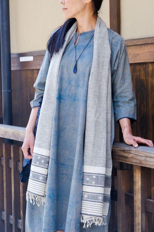 画像1: 手紡ぎ手織りオーガニックコットン カッチ刺繍ストール 3種類 NATSUMI-YA (1)