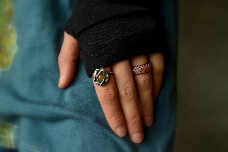 画像1: Sale 30% OFF!! 再入荷!!  アイヌ模様 木彫りの指輪 2パターン 5カラー (1)