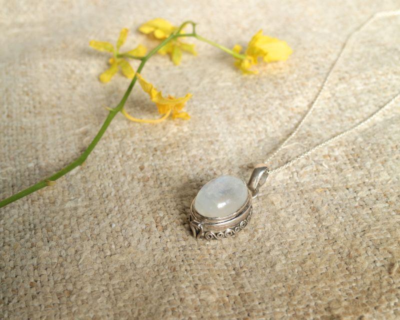 画像1: Sale 20% OFF!! ホワイトラブラドライトシルバーロケットペンダント Liber minerals (1)