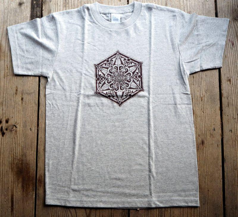 画像1: 六画曼陀羅 グレー Sサイズ ラスト1!メンズ 手彫りシルクスクリーン 六角曼荼羅 & ラクダ Tシャツ 2 design Tinge Works (1)